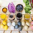 Natürlich färben: Bunte Eier mit Kurkuma und Kaffee