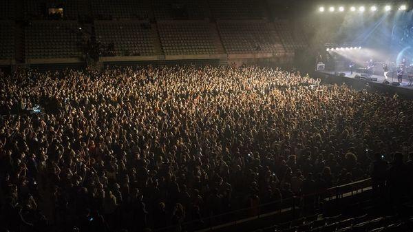 5000 auf Corona getestete Zuschauer besuchen Konzert in Barcelona