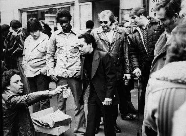 1978: A card shark at work at Times Square