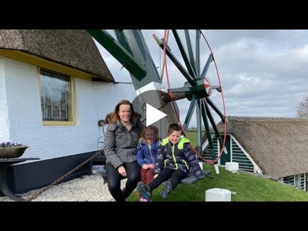 OUD ADE - VDwEetje on tour: Een kijkje in de Akkermolen waar Truike is opgegroeid en haar ouders nog steeds wonen (video)