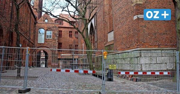 Stralsund: Lebensgefahr vor Nikolaikirche: Turm muss dringend saniert werden