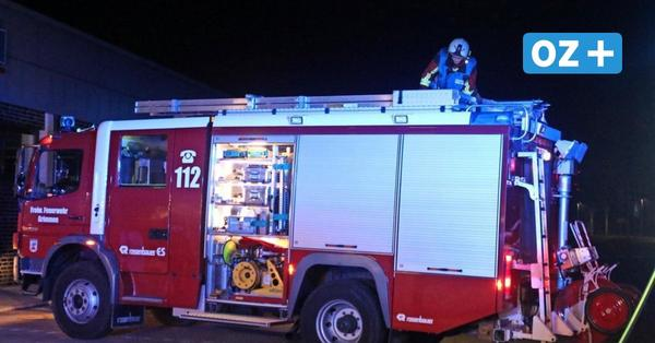 Feuerwehreinsatz in Sundhagen: Mann verbrennt Gartenabfälle in riesiger Feuerschale