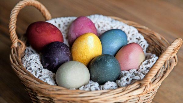 Ostereier bemalen: Färben, Bekleben, Verzieren – Tipps zum Gestalten bunter Eier zu Ostern