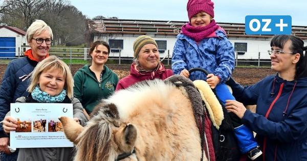 Reittherapie auf Rügen: Auf dem Pferderücken ist Kiara glücklich