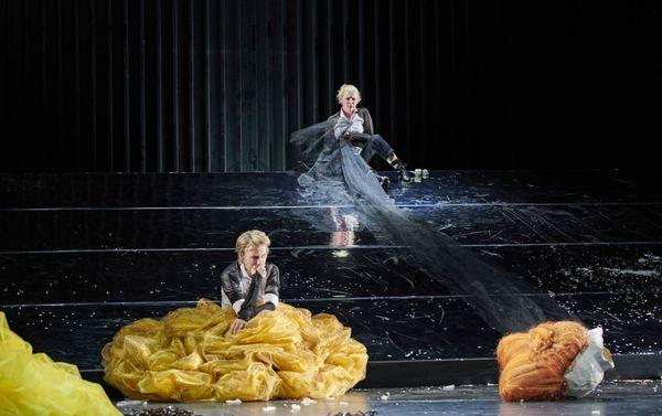 """Eine Szene aus der """"Maria Stuart""""-Inszenierung des Hans-Otto-Theaters. Foto: Thomas M. Jauk"""
