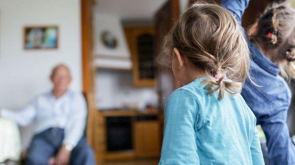Familientreffen an Ostern: Welche Sicherheit bieten Corona-Selbsttests und Impfung?