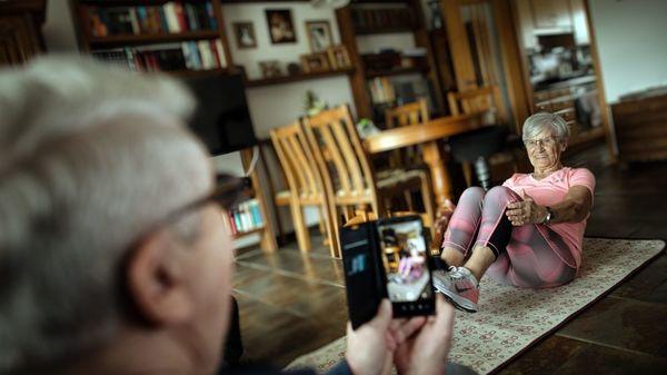 Sport für Senioren: Expertin gibt Fitness-Tipps im Corona-Lockdown