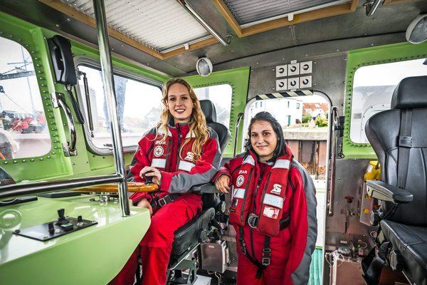 Seenotretter: Wie Jenny und Gina Pudschun in ihrer Freizeit Schiffbrüchigen helfen