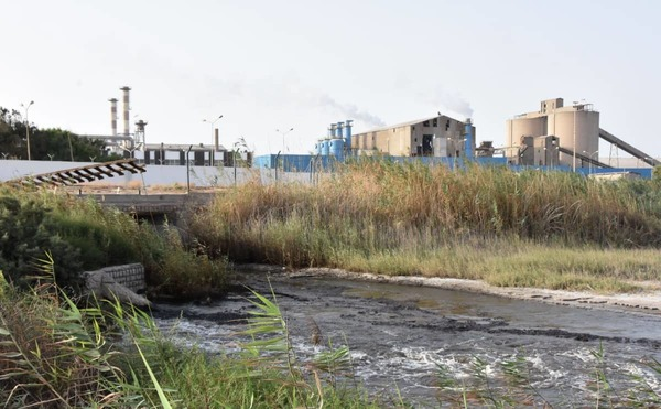 Dit bedrijf dumpt jaarlijks vijf miljoen ton fosfor in de Middellandse Zee. De gedupeerden willen er werken