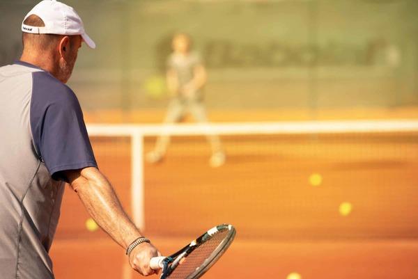Tennisschläger fit machen für die Sandplatzsaison – Mitko Tennis