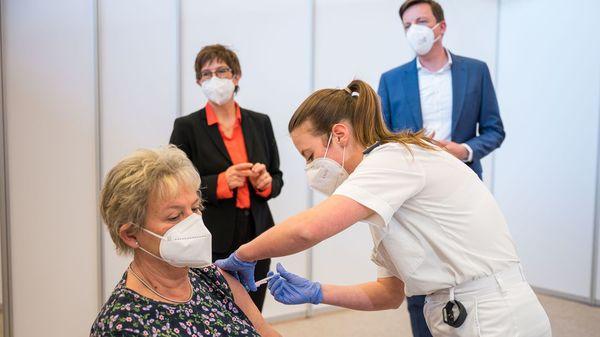 Corona-Impfungen rund um die Uhr: Erstes Bundeswehr-Impfzentrum nimmt den Betrieb auf