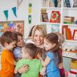 Covid-19 : des collectivités territoriales demandent la vaccination prioritaire des pros en contact avec les enfants