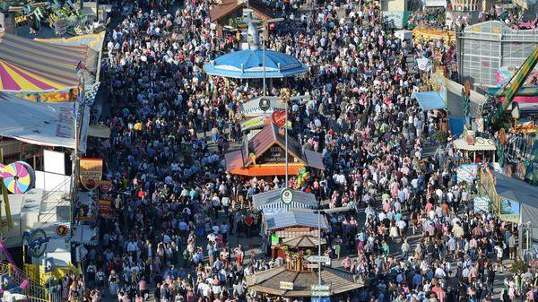 """Chance für Oktoberfest """"fifty-fifty"""": Stammgäste sichern sich bereits Tische"""