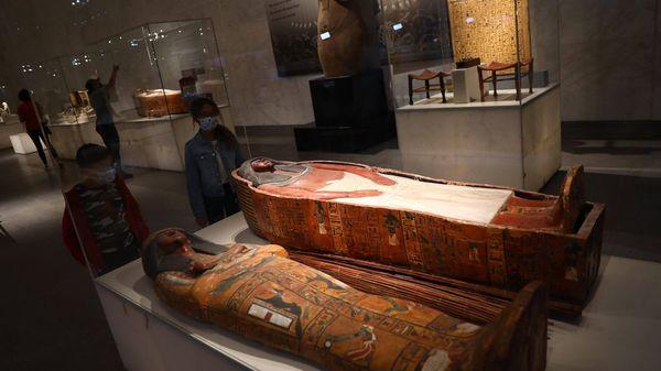 22 Mumien ziehen um: Feierliche Prozession durch Kairo