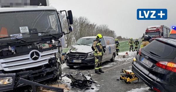 Drei Pkw und ein Lkw beteiligt: 29-Jähriger stirbt nach schwerem Unfall auf der B2 bei Zwenkau