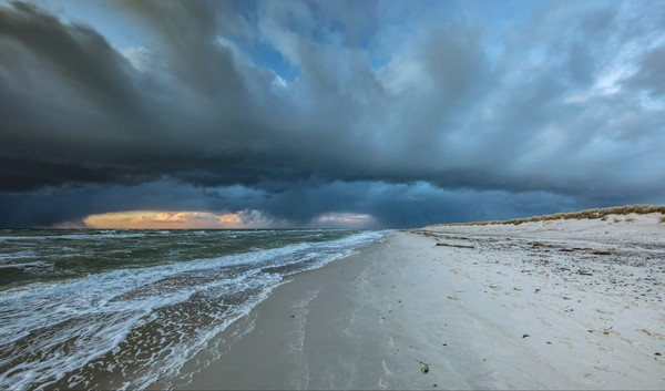 Leserfoto des Tages: Wetterextreme am Meer Foto:Klaus Haase