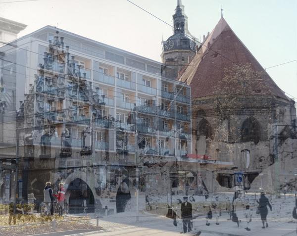 Per Überblendtechnik zeigt das Stadtmuseum die Zerstörung von 1945 und den heutigen Zustand.