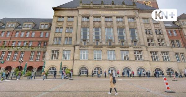 Spontane Sprechstunde beim Kieler Rathaus sorgt für lange Wartezeiten