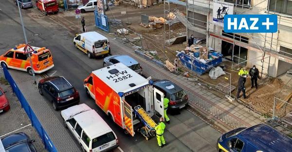 Hannover-Limmer: Bauarbeiter stürzt von Leiter und bricht sich das Becken