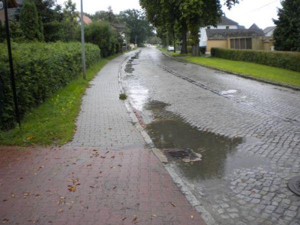 """Die L86 in Markee ist laut MAZ-Lesern die """"Schlechteste Straße im Osthavelland"""". (Foto: Andreas Kaatz)"""