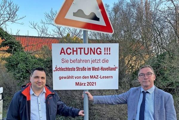 Dieses Schild hängt nun in der Bahnhofstraße in Premnitz. (Foto: Christin Schmidt)