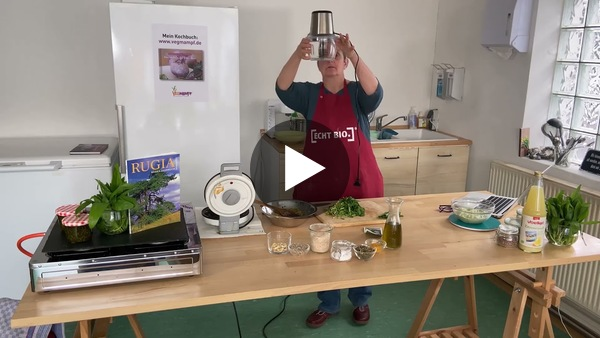 Köstliche Wildkräuterwaffeln mit einer feinen Bärlauch-Creme von Anita Kolb