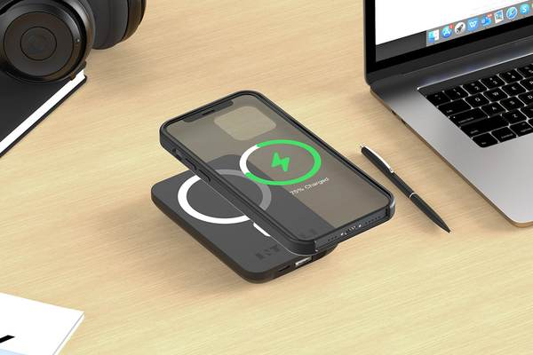 This magnetic power bank wirelessly charges your iPhone for less than $40