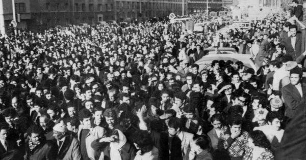 Δεκέμβριος 1973: Η ακροδεξιά οργάνωση Groupe Charles-Martel βομβαρδίζει το προξενείο της Αλγερίας στη Μασσαλία, προκαλώντας τον θάνατο τεσσάρων ατόμων. Στη φωτογραφία η πομπή της κηδείας.