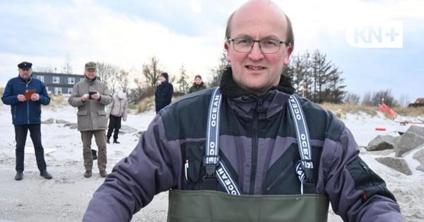 Hilfe für eine  bedrohte Tierart: Fischer setzt Mini-Aale in die Ostsee