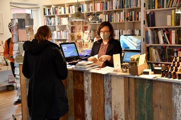 Lesen in Pandemiezeiten: Die Falkenseer Buchhandlung Kapitel 8 ist vorbereitet. (Foto: Ulrich Hansbuer)