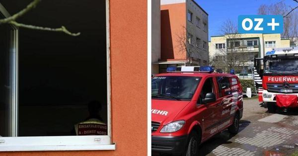 Sessel fängt Feuer: Seniorin (70) stirbt bei Wohnungsbrand in Rostock