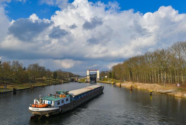 Die Schleuse verbindet des Lehnitzsee mit der Havel-Oder-Wasserstraße. Foto: Patrick Pleul/dpa