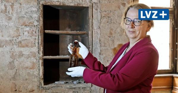 """Tischler entdecken """"Flaschenpost"""" bei Sanierung im Alten Rathaus"""