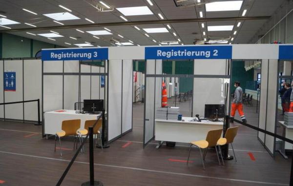 An der Registratur werden die Formalien erledigt. (Foto: Joachim Wilisch)
