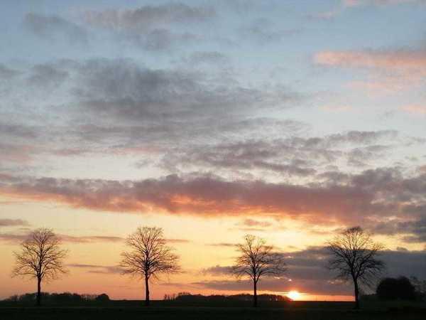 Diesen schönen Sonnenaufgang hat Birgit Wilkening im Landkreis festgehalten.