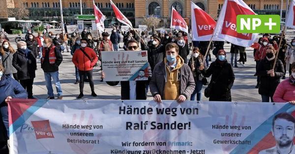 """""""Hände weg von Ralf"""": Primark-Belegschaft demonstriert für gekündigten Betriebsratschef"""