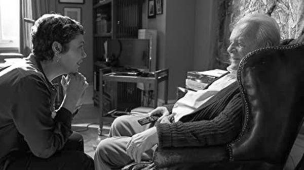 Η Ολίβια Κόλμαν και ο Άντονι Χόπκινς στον Πατέρα