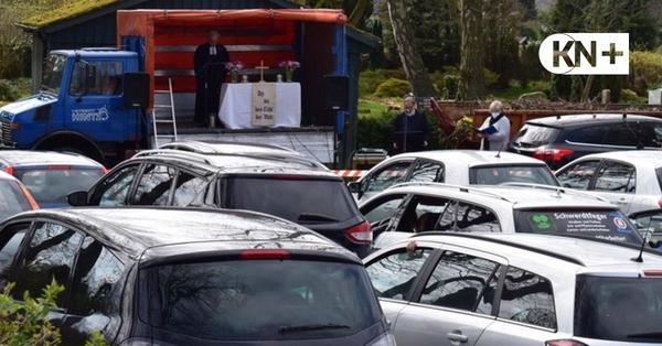 Kreative Kirchengemeinde Warder feiert ersten Drive-in-Gottesdienst