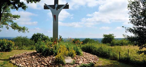 Das Gelände am Jahrtausendkreuz ist ein Luginsland. (Foto: Oliver Boegner/Schaumburger Land-Tourismus)