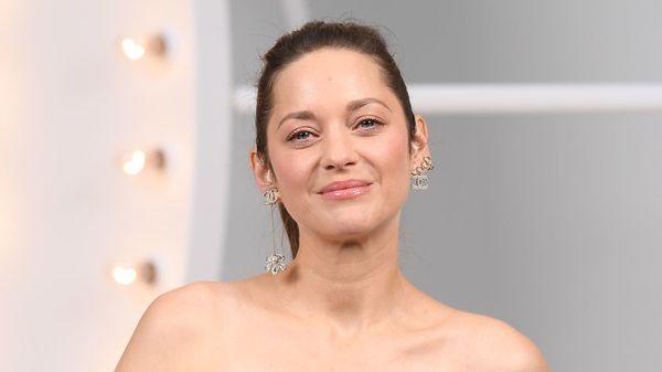 """Cannes 2021: """"Annette"""" mit Adam Driver und Marion Cotillard eröffnet Filmfestival"""