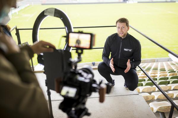Videodreh im Stadion auf der Lohmühle in Lübeck für die LN-Gesundheitsserie mit VfB-Athletiktrainer Thorge Kuklis. Foto: Agentur 54°