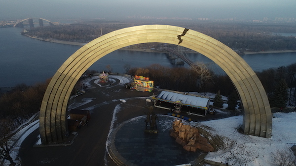 The Arch of Friendship in Kyiv symbolizes the friendship between Ukrainians and Russians. It was supposed to be demolished as part of decommunisation, but it hasn't happened yet. In 2018, some activists pasted a sticker resembling a crack onto it. Photo: Kateryna Butko.