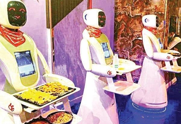 Saudi restaurant where waiters are robots
