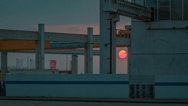 Die Sonne geht unter, hinter dem Bremer Gelände in Paderborn