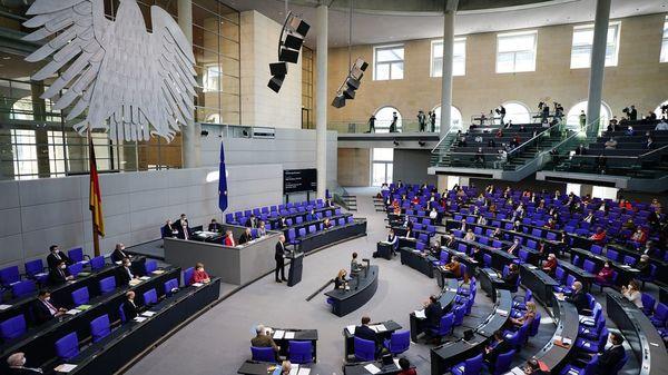 Liveblog: Bundestag debattiert über bundesweite Notbremse - Schelte für die AfD