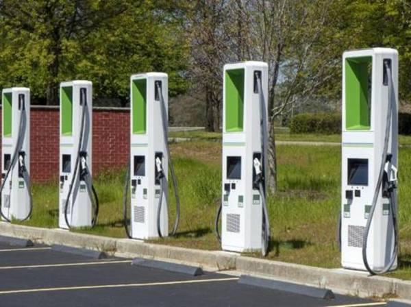 500 mila colonnine, così Biden democratizza l'auto elettrica negli Usa - Corriere Innovazione