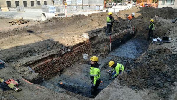 Des squelettes du Moyen-Age découverts à Ypres - Eeuwenoude skeletten gevonden in Ieper