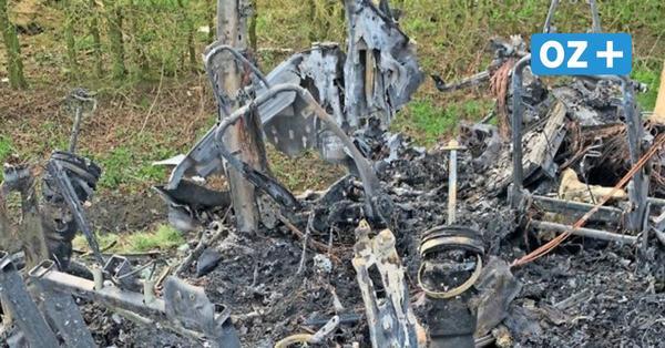 Tödlicher Tesla-Unfall bei Poggendorf : Ermittlungen zur Ursache laufen