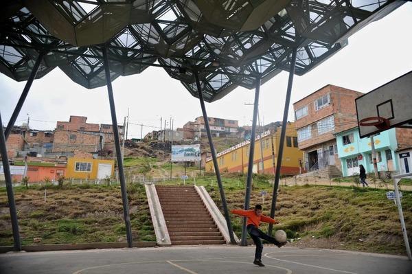 Bij gebrek aan overheidsbemoeienis, pakken Colombianen de problemen zelf aan