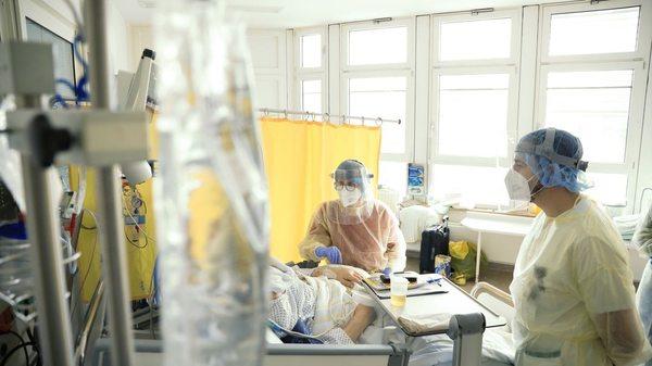Retten und auch sterben lassen: ein Besuch auf der Covid-Intensivstation